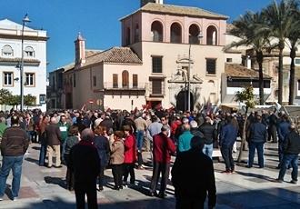 Más de trecientas personas se han manifestado en Écija por unas